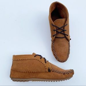 MINNETONKA Suede Lace-Up Moccasins